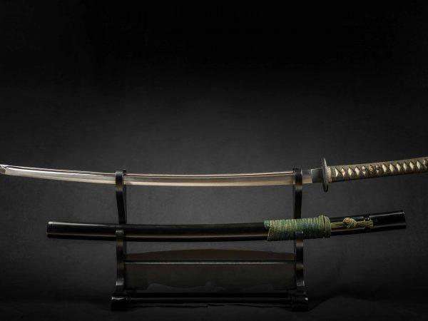 2 Schwerter auf einem Schwertständer