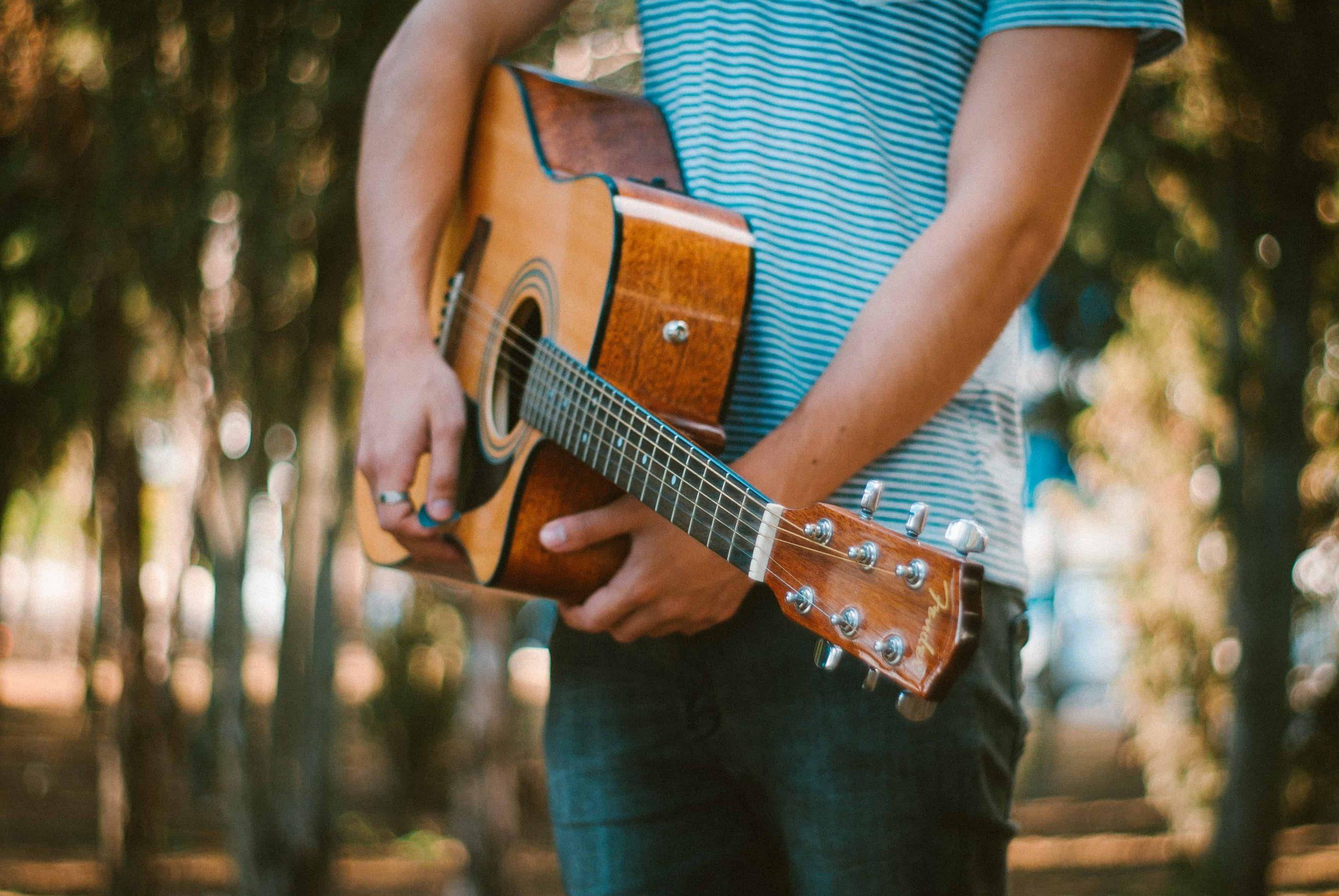 Konzertgitarre oder Westerngitarre – Was passt zu mir?