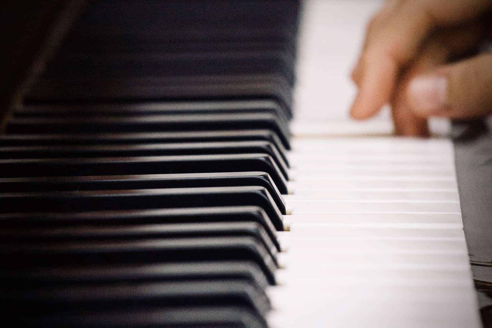 Klavier stimmen: So stimmst du dein Klavier richtig