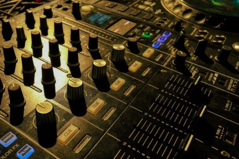 DJ Mischpult-1